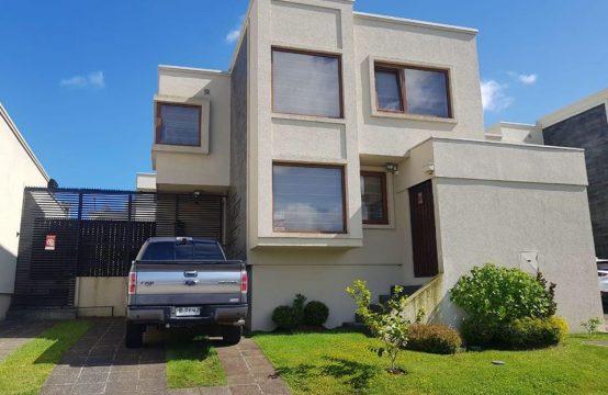 Se vende casa en exclusivo sector de Temuco