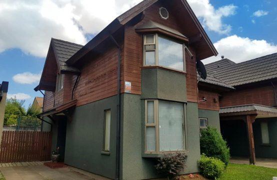 Se vende amplia casa en Arboleda del Portal