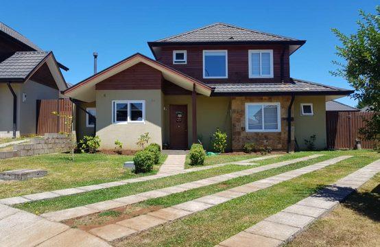Se vende casa semi nueva en condominio