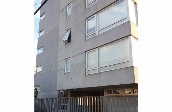 Se Arrienda soleado Departamento Edificio Nuevo Trizano